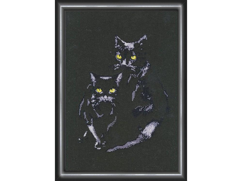 Вышивка крестом коты на черном 30