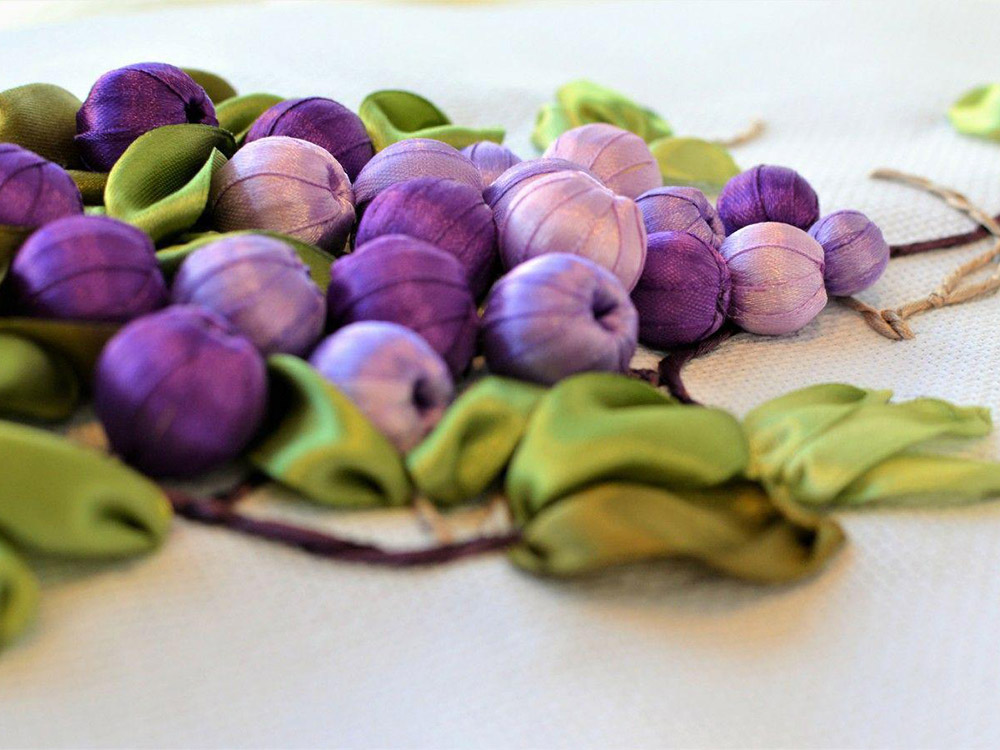 Вышивка винограда лентами 84