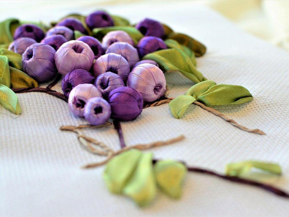 Вышивка винограда лентами 29